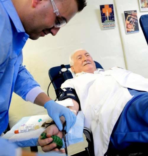 Kỷ lục thế giới: Người hiến máu nhiều nhất