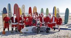 Kỷ lục thế giới: Nhiều ông già Noel tham gia lướt sóng nhất