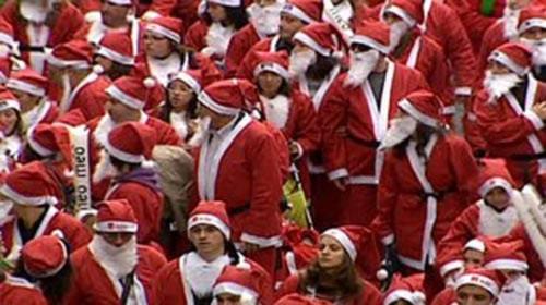 Kỷ lục thế giới: Đoàn diễu hành có nhiều ông già Noel nhất