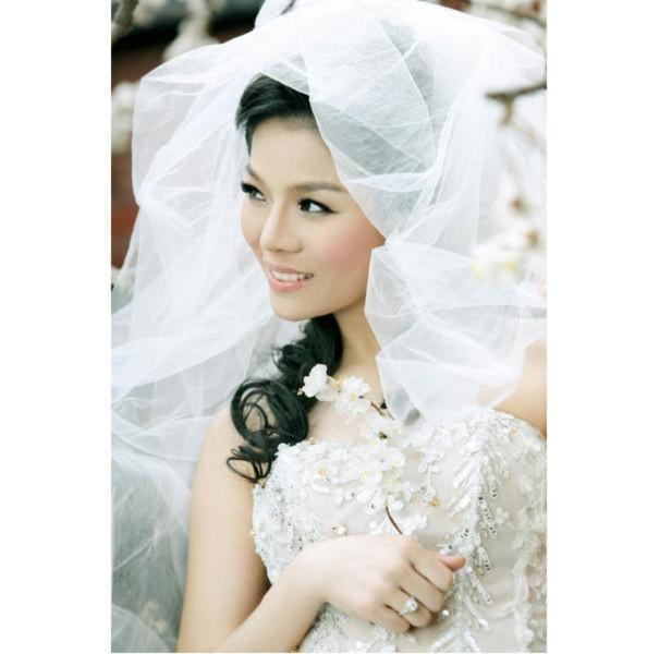 Lệ Quyên chạy show sát ngày cưới
