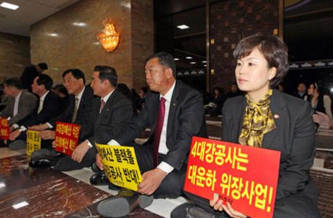 Nghị sĩ Hàn Quốc đánh nhau