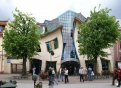 Nhà nghiêng ngả ở Ba Lan