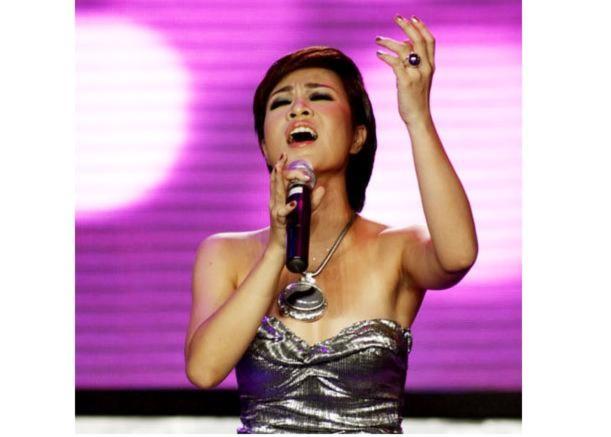 Nhạc sĩ Quốc Trung bị fan Uyên Linh… dọa giết!
