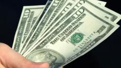 """Đổi tiền 2 USD: Tiếp tay cho nạn """"đô la hóa""""?"""