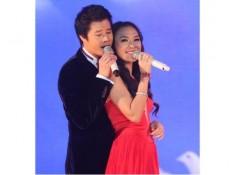 Quang Dũng 'tỏ tình' với Mỹ Tâm trên sân khấu