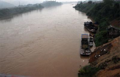 Sa Pa mưa lớn, nước sông Hồng đột ngột dâng cao