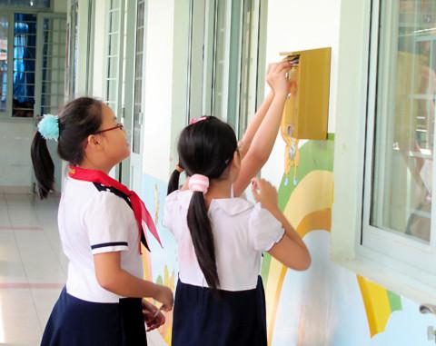 Những thắc mắc của học sinh sẽ được bỏ vào thùng thư và chỉ mình chuyên viên tư vấn tâm lý được biết.