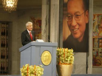 Tấn công UB Nobel Hòa bình, Trung Quốc tự làm mất uy tín một nước lớn
