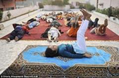 """Thầy"" Yoga trẻ nhất thế giới"