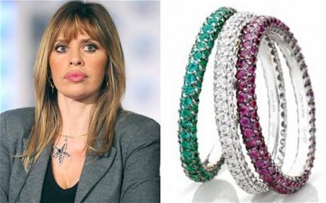 Thủ tướng Italia tặng nhẫn kim cương cho các nữ nghị sĩ