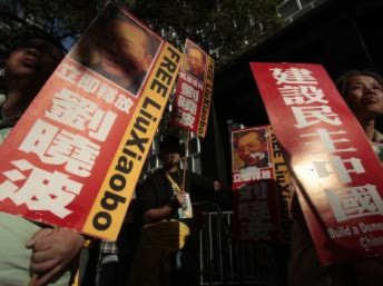 Tranh cãi Oslo – Bắc Kinh về số nước sẽ tham dự lễ trao giải Nobel Hòa Bình