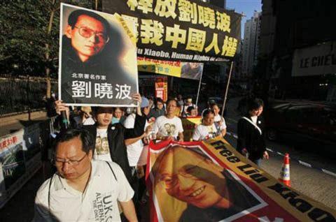 Dân Hong Kong biểu tình yêu cầu Bắc Kinh trả tự do cho ông Lưu Hiểu Ban