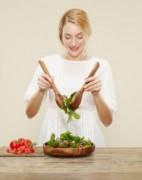 4 loại vitamin cần thiết cho da nổi mụn