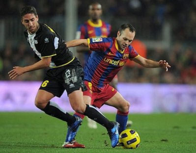 Tiền vệ Iniesta của Barca.