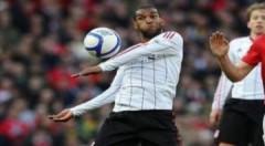 Cầu thủ Liverpool bị phạt vì bôi nhọ trọng tài Webb