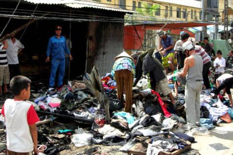 Dãy ki-ốt bị cháy ở Sóc Trăng gây thiệt hại 800 triệu đồng./.Ảnh: Thiên Phước