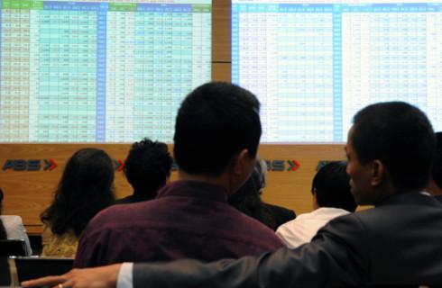 Nhiều nhà đầu tư vẫn chưa thực sự vào cuộc trong phiên đầu năm. Ảnh minh họa: Hoàng Hà