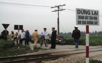 Công nhân đường sắt bị tàu hỏa đâm