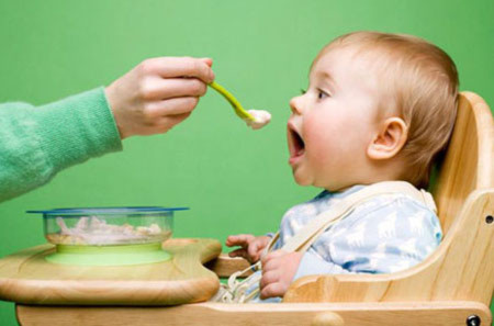 Dinh dưỡng hợp lý chống rét cho bé