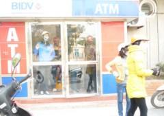 """Hàng chục cây ATM """"nghỉ chủ nhật"""""""