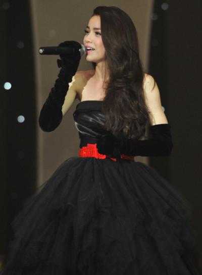Nữ ca sĩ
