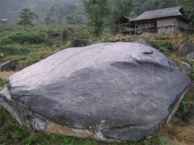 Huyền bí bãi đá cổ Xín Mần
