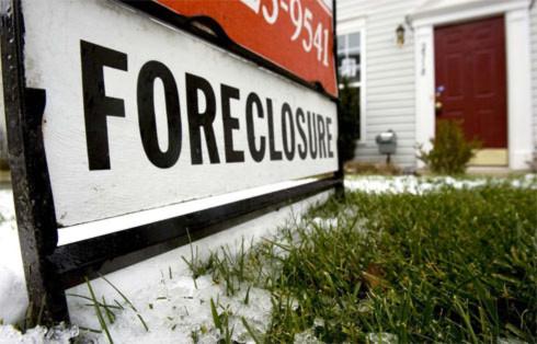 Ngân hàng siết chặt các khoản vay sau khủng hoảng tài chính, khiến nhiều gia đình ở Mỹ phải bán nhà trả nợ.