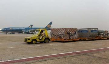 Máy bay Vietnam Airlines bị xe đầu kéo đâm hỏng càng