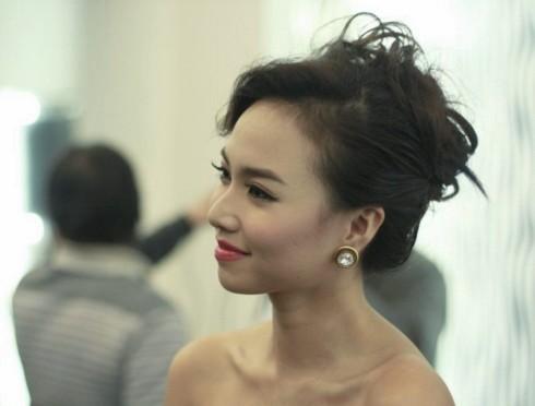 Ngọc Diệp trả lời phỏng vấn trong buổi họp báo