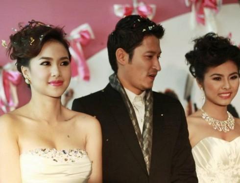 Tối 24/1, giữa tiết trời mùa đông Hà Nội, Đinh Ngọc Diệp và Vân Trang xuất hiện bên cạnh Huy Khánh để giới thiệu