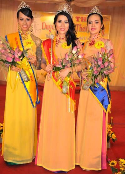 Từ trái qua: Á khôi 1 Châu Ngọc Anh, Hoa khôi Trúc Phương và Á khôi 2 Thảo Nguyên.
