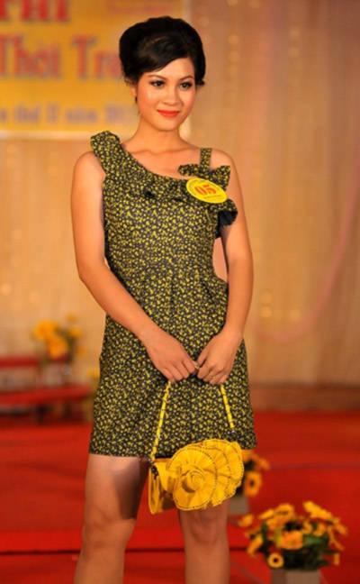Thí sinh Kim Phụng trong phần thi trình diễn trang phục tự chọn. Cô cùng các người đẹp Trúc Phương, Châu Ngọc Anh, Thảo Nguyên và Trúc Lan nằm trong top 5 vòng thi ứng xử. Các cô đã nhận được các câu hỏi về trang phục áo dài, áo bà ba và về phẩm chất người phụ nữ Việt Nam.