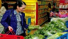 Người Hà Nội tấp nập vào siêu thị sắm Tết