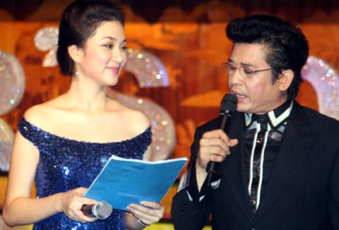 Nguyễn Thị Huyền - Thanh Bạch trong buổi đấu giá từ thiện Singer's day 2010.