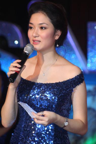 Nguyễn Thị Huyền duyên dáng trong vai trò MC.