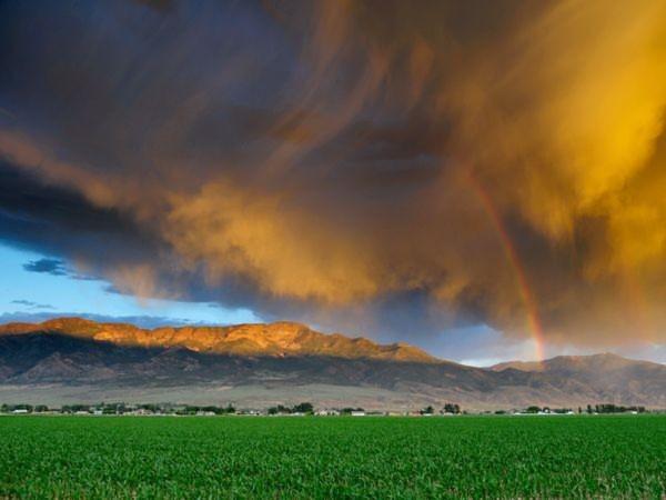 Mây bão cuốn qua một cùng của bang Utah, Mỹ, vào buổi chiều ta - Ảnh: Steven Besserman