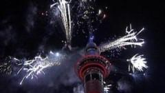 Những khoảnh khắc đón năm mới 2011 tuyệt đẹp trên thế giới