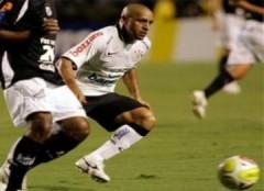 Roberto Carlos ghi bàn từ chấm đá phạt góc