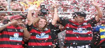 Ronaldinho gây sốt khi ra mắt ở Flamengo