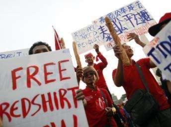 """Thái Lan: Hàng chục nghìn người """"áo đỏ"""" lại biểu tình ở thủ đô"""