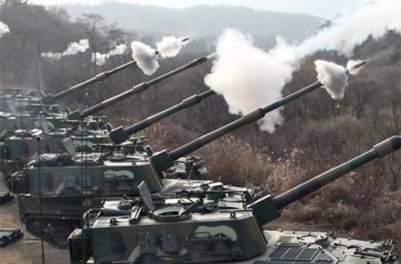 Pháo tự hành của Hàn Quốc trong một cuộc tập trận. Ảnh: AP.