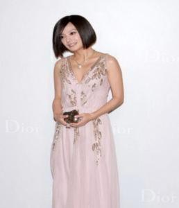 Triệu Vy đưa con gái về Bắc Kinh đón Tết
