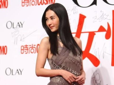 Trương Bá Chi bối rối vì váy quá dài