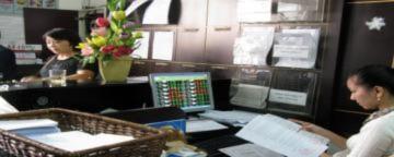 Vn-Index vượt 480 điểm, giá trị giao dịch giảm mạnh