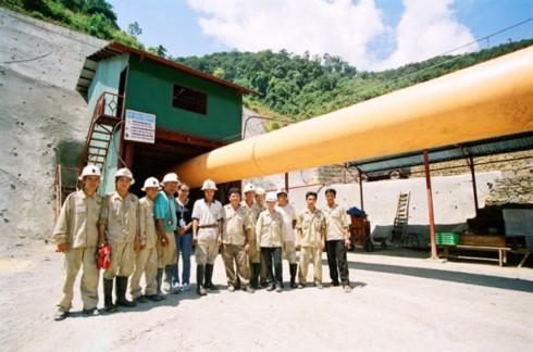 Công nhân tại mỏ vàng Bồng Miêu. Ảnh: Olympus Pacific