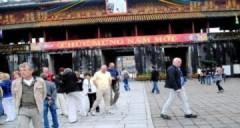 50.000 du khách đến Huế ăn Tết