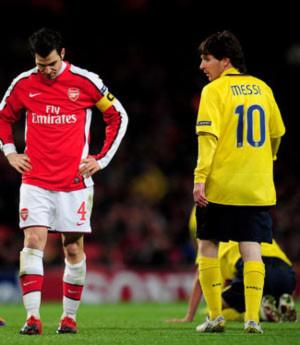 Những cuộc đối đầu giữa Arsenal (đỏ trắng) và Barca luôn tạo ra những cảm giác mong chờ đặc biệt.