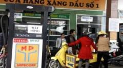 Bán xăng cầm chừng ở Hà Nội