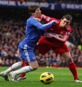 Cầu thủ Liverpool xem thường Torres