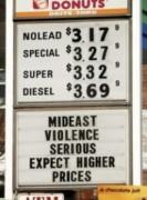 Cơn 'hoảng loạn' giá dầu 100 USD